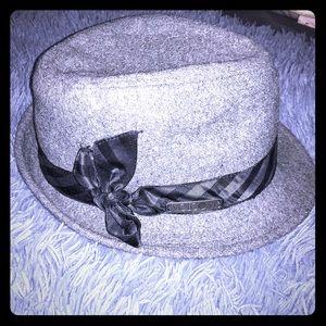 ☠️adorable grey wool Volcom fedora w/satin bow